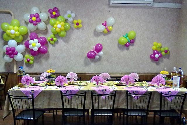 Цветы из шаров на стену своими руками 49